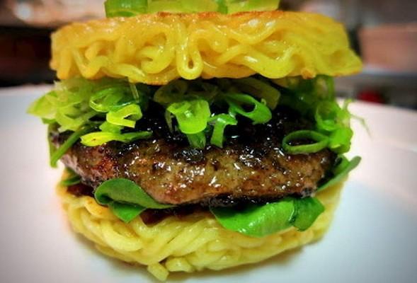 ramen burger 3